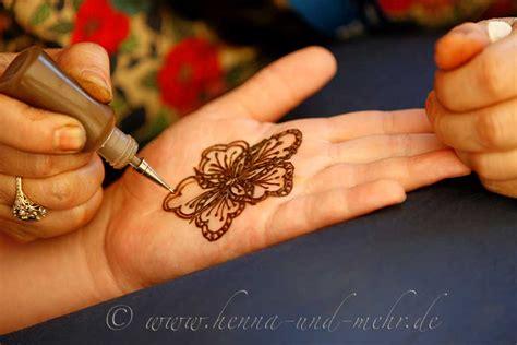 henna selber malen frisch anger 252 hrte henna paste aus bio henna pulver in henna cones spritzt 252 ten bzw und