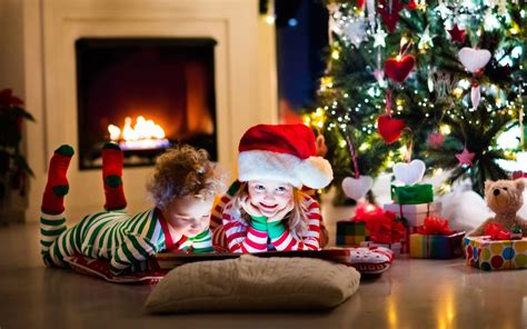 wallpaper christmas presents kids santa hat decoration