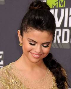 8+ Best Selena Gomez Hairstyles 2017 - Goostyles.com