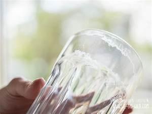 Silikonreste Entfernen Mit Essig : glaskorrosion entfernen diese hausmittel helfen gegen milchige gl ser ~ Frokenaadalensverden.com Haus und Dekorationen