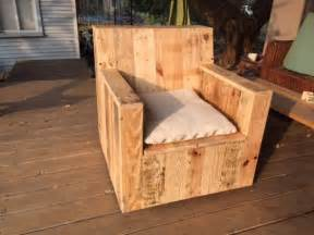 Fauteuil Palette Plan by 22 Simply Clever Homemade Pallet Furniture Designs To