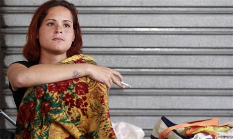 'Mendigata' de Niterói abandona clínica de reabilitação ...