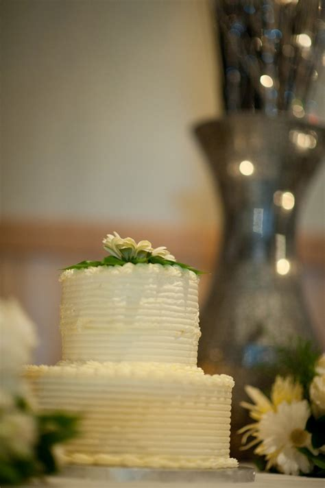 Koru Wedding Style: {wedding cakes} simply sweet