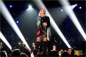 Jennifer Lopez Hosts Star-Studded 'Somos: Una Voz' Benefit ...