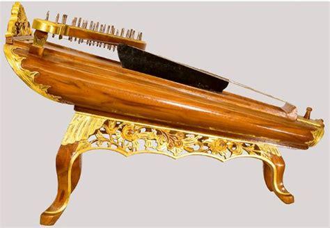 Sekarang kita membahas khusus alat musik harmonis. Alat Musik Harmonis - Pengertian, Fungsi, Jenis, Contoh dan Gambar | dosenpintar.com