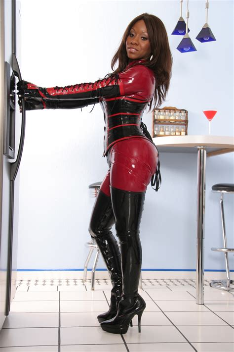 Ebony Beauty in Latex - PornHugo.Com