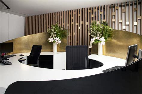 bureau circulaire banque d 39 accueil en solid surface v korr cabinet d 39 avocats