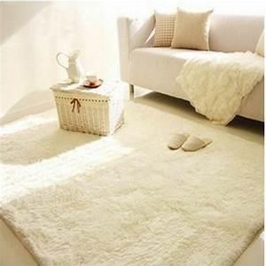 Le tapis de sol pour la chambre a coucher for Tapis chambre bébé avec matelas be zen