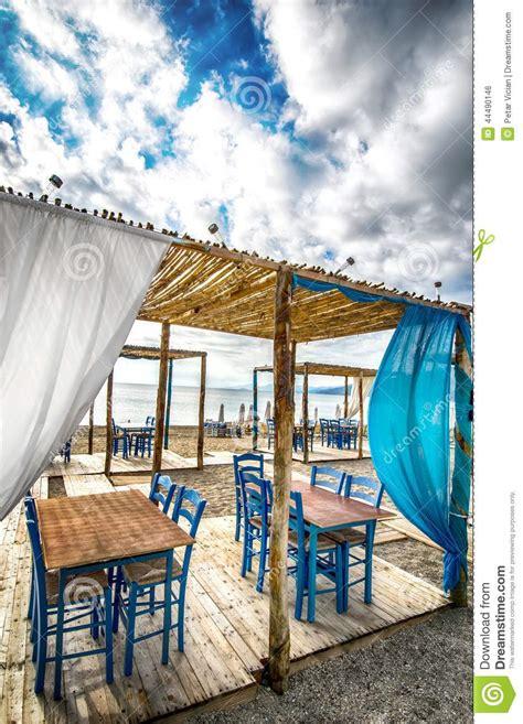 Griechische Tavernen Möbel by Griechische Taverne Auf Strand Stockfoto Bild 44490146