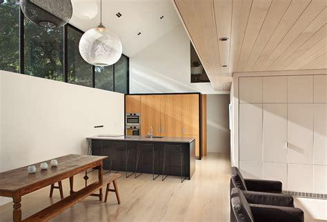 diseno de moderna casa de campo dos pisos