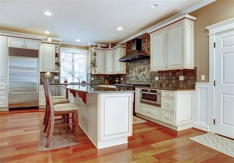 Warm, light hardwood floors such as oak, aspen, hickory or pecan are ideal for a casual kitchen. 63 Beautiful Traditional Kitchen Designs - Designing Idea