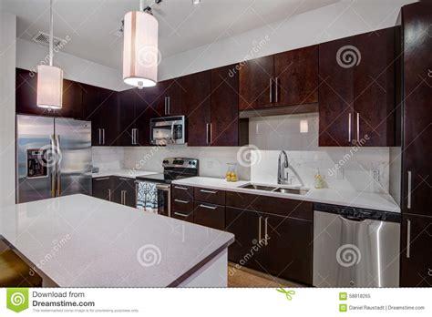 cuisine d appartement cuisine moderne d 39 appartement photo stock image 58818265