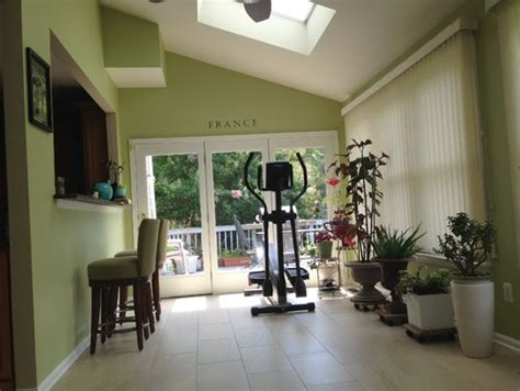 need help to pick sunroom paint color to compliment w blue