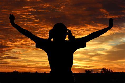 kostenlose foto silhouette person wolke himmel sonne