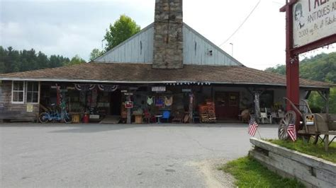 Tallulah's Antiques & More (wilmington, Vt) Crystal Hill Antique Mall North Little Rock Williamsburg Robbery Clear Necklace Chinese Jewelry Marks Shipping Firearms To Canada Waterfall Vanity With Round Mirror Garage Flea Market Nyc Barber Pole