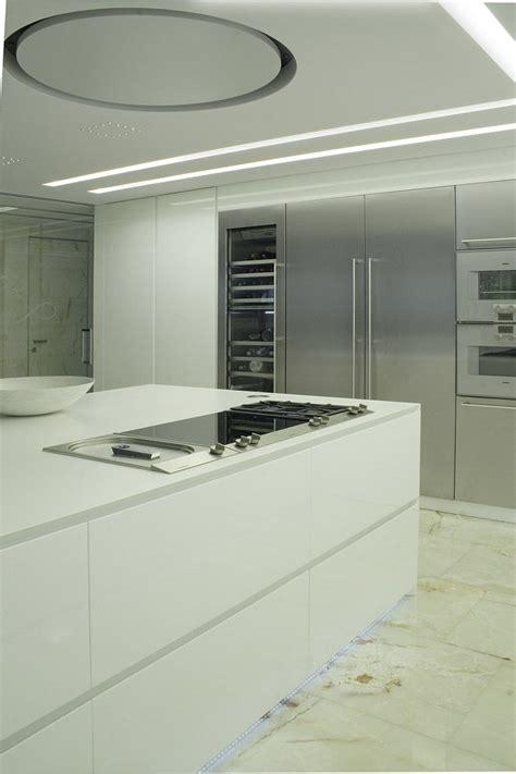 Corian Bianco Cucina Corian Design Bianco Illuminazione Led Acciaio