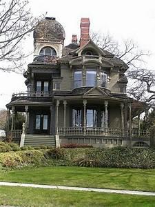 Striking house in south hill neighborhood of bellingham for Great floors bellingham