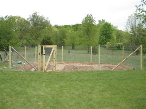 fence for home gardens using fencing wire chicken