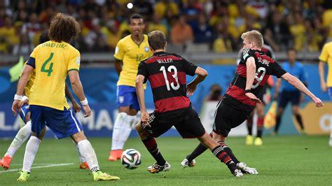 Löw trifft auf seinen alten chef klinsmann. Fussball WM 2014, Halbfinale: Brasilien - Deutschland - B ...