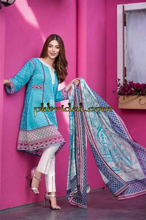 gul ahmed summer essential lawn collection