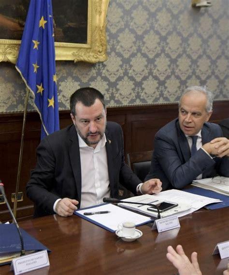 Il Ministro Degli Interni Il Ministro Degli Interni Matteo Salvini Nella Prefettura