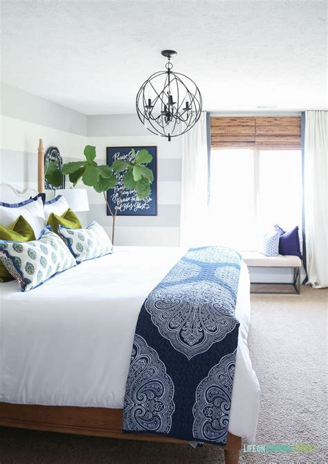 Navy Blue And White Bedroom by 25 Best Ideas About Navy Blue Comforter On