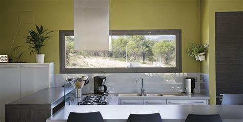 image de cuisine contemporaine fenêtre satin moon la fenêtre aluminium à très haute