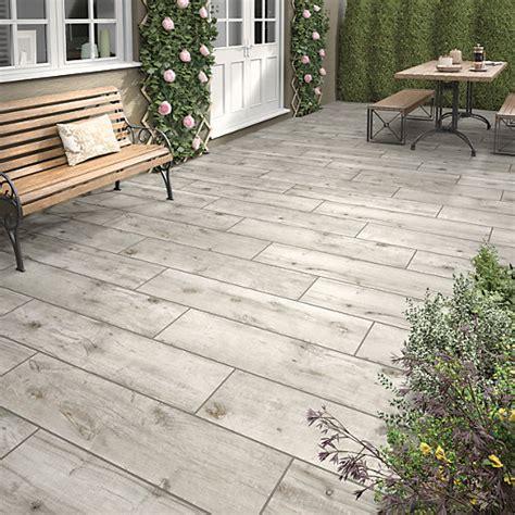 wickes sandwood ash outdoor porcelain tile   mm