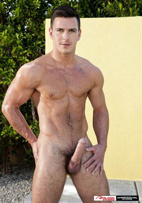 International Gay Porn Sensation And Daily Squirt Favorite Paddy Obrian Signs Exclusive Long