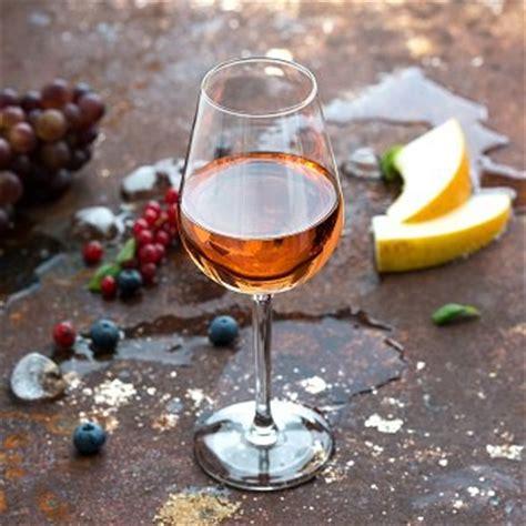 cuisine au vin rosé que faire avec du vin rosé toutes les recettes avec du