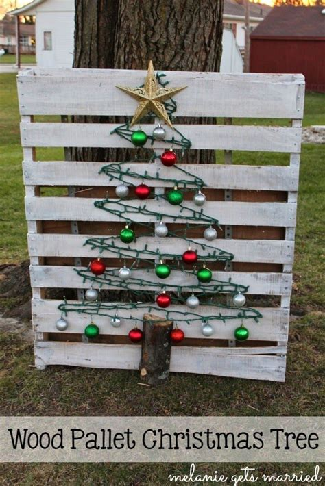 melanie  married wood pallet christmas tree