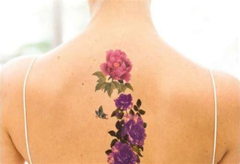 tatouage fleur de lys epaule femme