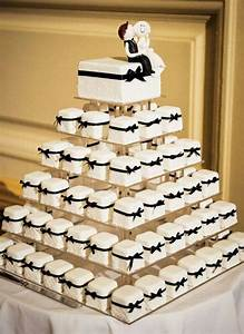 Silberhochzeit Feiern Mal Anders : black mini cakes for a wedding reception ~ A.2002-acura-tl-radio.info Haus und Dekorationen