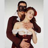 Gerard Butler Phantom Mask   2077 x 2560 jpeg 645kB