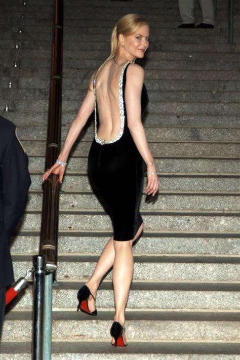 pics story  hollywood actress bare  backless dress