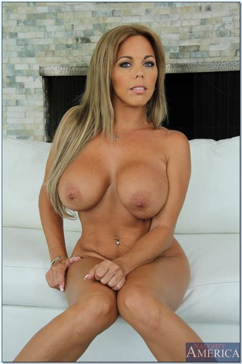 Amber Lynn Bach Flaunting Her Perfect Round Ass Milf Fox