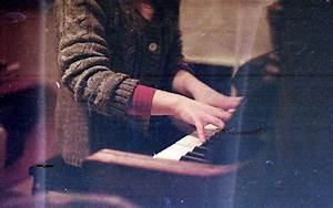 girl, hands, photography, piano - image #440198 on Favim.com