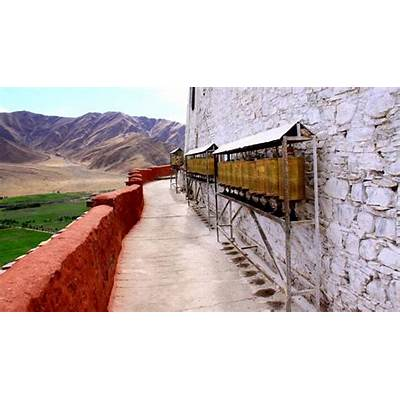 Yungbulakang Palace Lhokha  Attraction