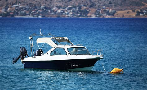 Boat Capacity Rules by Boat Safety Rules And Regulations In Queensland Holt Marine