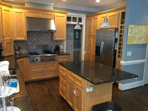 pinstripe glaze kitchen cabinets swiss coffee cabinets sand dune pinstripe glaze 2 4239