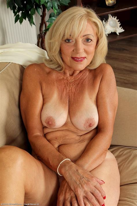 Sexy Blonde Mature Strips Naked Pichunter