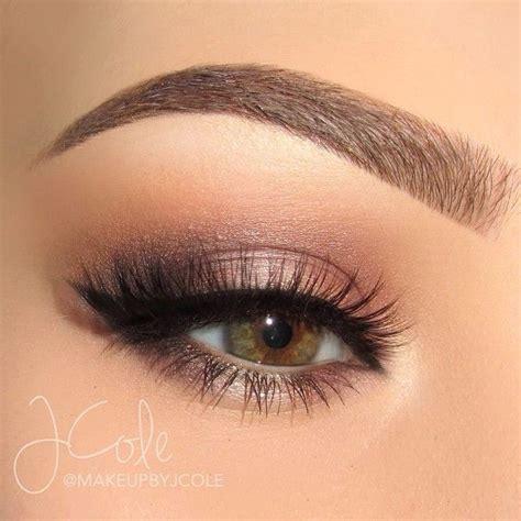apply eyeliner  beginners step  step