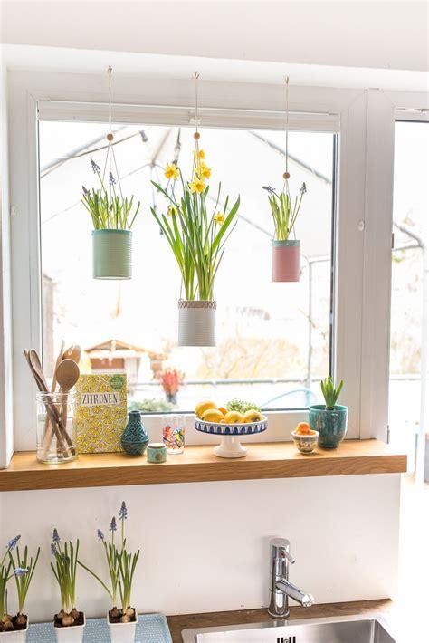 Herbstdeko Für Die Fenster by Fr 252 Hling Am Fenster Mit Upcycling Blumeneln