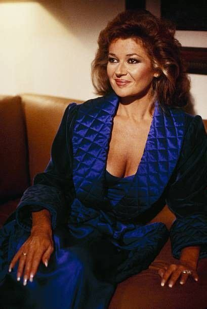 Pin by Maty Cise on Stephanie Beacham in 2020 | Curly hair ...