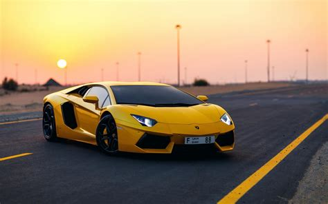 Here's Your Drop-dead Gorgeous Lamborghini Aventador Wallpaper