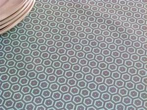 Nappe Toile Cirée Design : toile enduite bees gris vert stof ~ Teatrodelosmanantiales.com Idées de Décoration