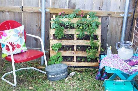 How To Make Your Own Vertical Garden by How To Make A Vertical Pallet Vegetable Herb Garden