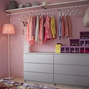 Kleiderschrank Weiß Grau : ein begehbarer kleiderschrank mit malm kommoden mit 3 schubladen in grau mulig kleiderstangen ~ Buech-reservation.com Haus und Dekorationen
