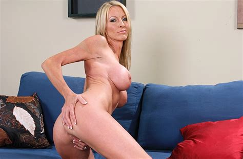 Blonde Emma Starr Fucking In The Hotel With Her Tattoos Page 6