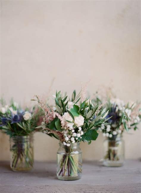 rami di fiori decorazioni di pasqua con rami di ulivo la figurina